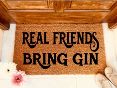 All Gin lovers NEED this awesome mat in their lives!! #ginlovers #gindrinkers #gin #funnydoormat #realfriends #bringgin #welcomemat #porchdecor #BFF #newhome #homedecor
