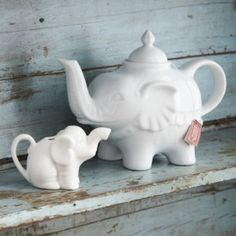 Elephant Tea Pot and Mini Milk Jug Elephant Teapot, Mini Milk, Tea Pot Set, Teapots And Cups, Tea Service, My Cup Of Tea, Milk Jug, Chocolate Pots, Tea Time