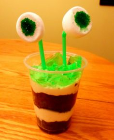 Alien Party Food and Snack Ideas Our finished alien parfait…. going to do this with my class! Space Snacks, Space Food, Alien Party, Astronaut Party, Outer Space Theme, Outer Space Party, Monster Party, Parfait, Science Party