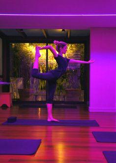 Acho que todo mundo precisa de um momento para sí mesmo de vez em quando, e para mim, esse momento é o Yoga. Depois de três anos parada, voltei a praticar há um mês atrás. E como me tem feito bem!!!! Estava com saudades da sensação de mente tranquila e corpo em harmonia que só …