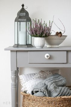 Love the idea of a bedside basket to hold extra blankets and de… Guest bedroom. Love the idea of a bedside basket to hold extra blankets and decorative pillows. Home Bedroom, Bedroom Decor, Entryway Decor, Bedroom Ideas, Sweet Home, Home Decoracion, Guest Bedrooms, My New Room, Interior Inspiration
