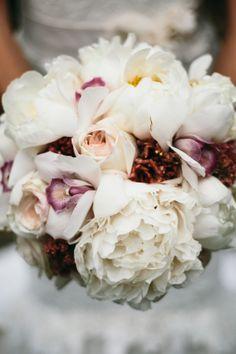 white wedding bouquet #bouquet #rusticwedding #weddingchicks http://www.weddingchicks.com/2014/02/05/california-rustic-farm-wedding/