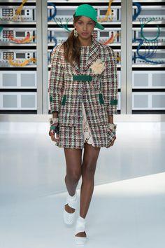 Chanel Spring 2017 Ready-to-Wear Fashion Show - Jasmine Tookes