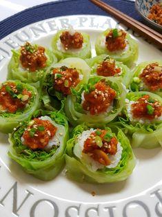 양배추 쌈밥, 양배추쌈 양념장으로 건강한 한끼!!***양배추의 효능*** 1.양배추는 칼로리가 낮고, 식이섬유... Pasta Recipes, Dessert Recipes, Cooking Recipes, Healthy Recipes, Appetizer Salads, Appetizers, Sushi Rolls, Korean Food, Food Styling
