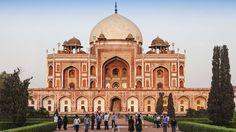 A tumba do imperador mogol Humayun, em Nova Délhi, na Índia, que é patrimônio da…