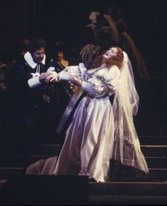 Lucia di Lammermoor. Dame Joan Sutherland as Lucia and Richard Greagher as Edgardo. The Australian Opera 1980.