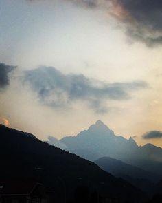 "Monviso Piemonte - @mb68 su Instagram: ""#monviso #piemonte #montagna #italia #mountains #mountian #italy #bergen #italien #clouds #nuvole #mountainphotography #mountainview…"" Mountain Photography, Mountain View, Bergen, Clouds, Nature, Travel, Instagram, Italia, Naturaleza"