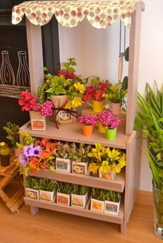 That flower market stand would be so cute for rock art/flower pots(hand painted faux flower pots). Dramatic Play Area, Dramatic Play Centers, Kids Grocery Store, Diy For Kids, Crafts For Kids, Play Market, Kids Market, Role Play Areas, Market Stalls