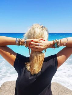 La nouvelle tendance du stacking pour associer des bracelets, colliers, bagues, bracelets de cheville entre eux.