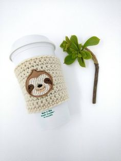 Sloth cup cozy - sloth face, sloth accessories, crochet cup cozy, coffee cozy, c. Cute Baby Sloths, Cute Sloth, Baby Otters, Coffee Cup Cozy, Mug Cozy, Coffee Bags, Craft Gifts, Diy Gifts, Yarn Crafts