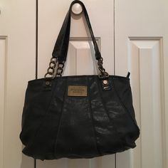 FLASH SaleSimply Vera black purse Simply Vera black purse. Small ware on straps. See pictures. Otherwise good condition. Beautiful purse. Simply Vera Vera Wang Bags Shoulder Bags