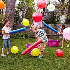 ¡Sin globos no hay fiesta! Un juego con 'corchopanes' y globos donde los peques se lo pasarán genial