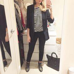 BLACK & WHITE Love a simple black and white outfit with a long blazer, a simple teeshirt and some essentials : my Céline bag my Chloé boots 😍 // Look assez simple en noir et blanc avec un blazer long, un tee-shirt et mes essentiels : mon sac Céline et mes bottines Chloé ! • look #zara • boots #chloe • bag #celine • earrings #hm