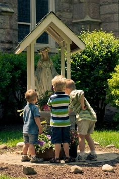 Beautiful garden oratory for Mother Mary Blessed Mother Mary, Blessed Virgin Mary, Catholic Kids, Roman Catholic, Jean 3 16, Marian Garden, Virgin Mary Statue, Prayer Garden, Home Altar