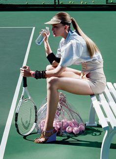 Caroline Trentini in Vogue US June 2006 (photography: Miles Aldridge) Tennis Fashion, Sport Fashion, Fitness Fashion, Trendy Fashion, High Fashion, Fitness Outfits, 2000s Fashion, Ladies Fashion, Style Fashion