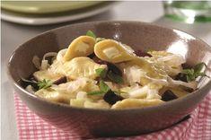 Ravióli de cúrcuma com alho-poró