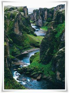Lo que mas me gusta de este planeta son los paisajes hermosos que creo dios cuidemos de el no lo olviden.