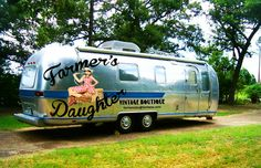 Need a gift for a coffee lover✩ Stop searching and get inspired now! Camper Caravan, Campers, Vintage Travel Trailers, Vintage Airstream, Airstream Remodel, Mobile Boutique, Farmer's Daughter, Gifts For Photographers, Square Photos