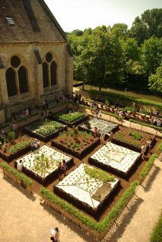 Inauguration de la 4e collection de plantes du jardin d'inspiration médiévale de Fondation Royaumont http://www.pariscotejardin.fr/2013/06/inauguration-de-la-4e-collection-de-plantes-du-jardin-d-inspiration-medievale-de-royaumont/