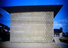 * Compressed Earth Block - Earth Architecture