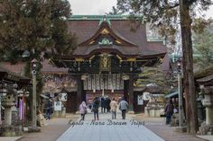 The Sankō mon gate (三光門-中門)in all its splendour at Kitano Tenman-gū shrine (北野天満宮) in Kyoto. today with some snow.