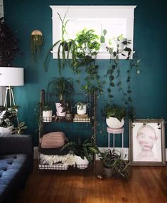 Paint color is Behr verdant forest. I want this to be my dining room color! Green Accent Walls, Accent Wall Colors, Room Wall Colors, Accent Walls In Living Room, Dining Room Colors, Accent Wall Bedroom, Living Room Green, Green Rooms, Bedroom Green