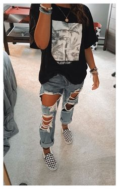 Trendy Fall Outfits, Cute Lazy Outfits, Casual School Outfits, Stylish Outfits, Simple Outfits, Cute Outfits With Sweatpants, Summer Tomboy Outfits, Outfits With Mom Jeans, Winter School Outfits