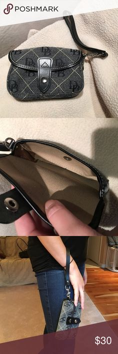 D&B wristlets never been used Great wristlet that has never been used! It perfectly fits my iPhone 6S (I just have a regular sized case) and has room for cash/cards. Perfect for a night out! Dooney & Bourke Bags Clutches & Wristlets