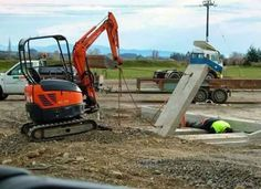 workplace-safety-fails-men-accident-waiting-to-happen