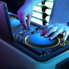 Electronics firm Philips has teamed-up with Dutch trance music maestro Armin van Buuren to produce the System: a combined DJ controller and sound system for iPad. Armin Van Buuren, Ipad Image, Christmas Gift For Your Boyfriend, Christmas Gifts, Mixer Dj, Dj Sound, New Dj, New Tablets, Music Library