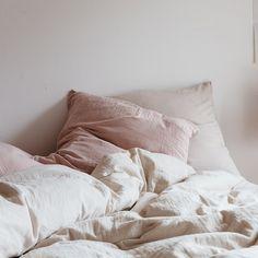 Linge de lit rose pâle et blanc made in france pour une chambre tendance et moderne