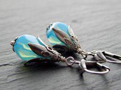Ohrringe - Mystisches Hellblau  von Perlenfontäne auf DaWanda.com