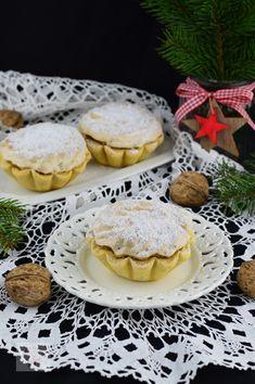Cosulete cu nuca si gem - CAIETUL CU RETETE Pie, Favorite Recipes, Cookies, Desserts, Food, Torte, Crack Crackers, Tailgate Desserts, Cake