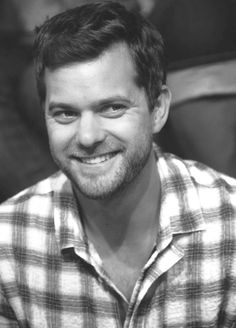 Joshua Jackson as Peter Bishop. He stole my heart in this series. So in love with him...
