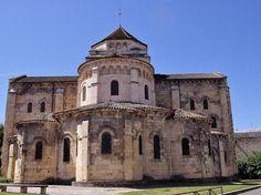 Eglise Saint-Etienne (construite par les moines de Cluny à la fin du XIe) .Nevers (Nièvre) - Bourgogne