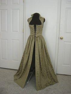 af59b9a78d3ecc Items op Etsy die op Salie Renaissance Over Gown Dress gemaakt om te passen  u!!! Beperkte RUN! lijken. Middeleeuwse JurkRenaissance ...