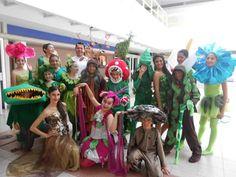 Presentación del elenco de la obra de teatro escolar, Que plantón.