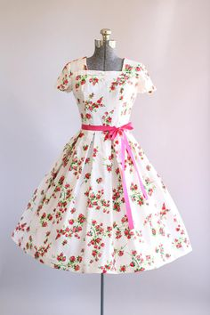 Vintage 1950s Dress / 50s Cotton Dress / Red and Pink Rose