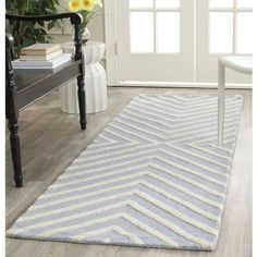 Safavieh Cambridge Lilly Hand-Tufted Wool Runner Rug, Beige