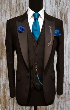 possibly cardinal/primary red instead. Gentleman Mode, Gentleman Style, Mens Fashion Blazer, Suit Fashion, Mens Attire, Mens Suits, Wedding Men, Wedding Suits, Terno Slim Fit