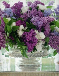 Garden Book - Strengthen Your Health with Seven Herbs and Spices Lilac Flowers, Fresh Flowers, Spring Flowers, Beautiful Flowers, Purple Roses, Beautiful Flower Arrangements, Floral Arrangements, Color Of The Year, Ikebana