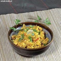Egg Bhurji (albo Anda Bhurji) to indyjska wersja jajecznicy, przygotowywana z dodatkiem pomidorów i cebuli. Podobnie jak i u nas, jajecznica w indyjskich domach jadana jest najczęściej jako danie śniadaniowe i podawana z pieczywem i słodką herbatą. Zapras Egg Bhurji, Garam Masala, Chili, Curry, Eggs, Ethnic Recipes, Food, Curries, Chile