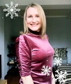 🌟 What to wear this Christmas? My velour turtleneck top with ruched sleeves is made from super soft stretchy fabric 🌟 Style with leather-look jeans or a pleated skirt for casual glam. Add a statement lip and sparkly earrings and you're ready rock around the Christmas tree 🌟 #LTKstyletip #LTKunder50#holidayoutfit #holidaylook #whattowear #styleinspiration #outfitideas Leather Look Jeans, Turtleneck Top, Holiday Looks, Velvet Tops, Holiday Fashion, Festival Fashion, Pleated Skirt, What To Wear, Christmas Tree