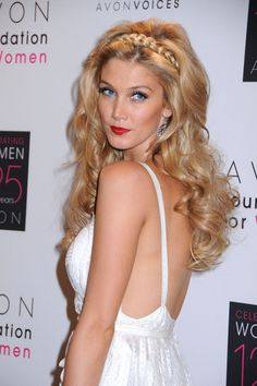 Delta Goodrem, now thats a girl I would take all the way to 2nd base on a first date ;)