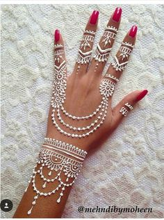 Adorable White Hena Inspiration In Wedding Days - Henna Henna Tattoo Designs, Henna Tattoos, Henna Tattoo Muster, White Henna Tattoo, Henna Ink, Henna Tattoo Hand, Mehndi Art Designs, Mehndi Designs For Hands, Hand Designs