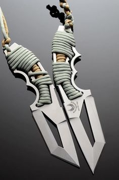 I like the way this knife takes the paracord #survivalknives