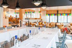A La Co(o)rniche, le salon Starck se prête parfaitement au jeu d'une réunion entre amis ou entre collègues.