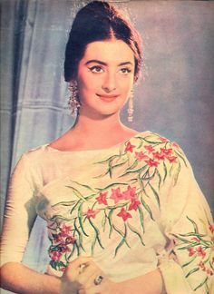 Old is Gold! Gorgeous saira banu in off white color flower design saree, which dress is an inspiration for bollywood divas. Now a days bollywood actresses brings the old fashion in a new style. Bollywood Saree, Indian Bollywood, Bollywood Fashion, Bollywood Actress, Bollywood Funny, Vintage Bollywood, Indian Dresses, Indian Outfits, Vintage India