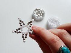 Perlensterne aus Draht sind eine ganz wunderbare Bastelei für die Weihnachtszeit. Die Anleitung bekommst Du jetzt auf Lisibloggt!