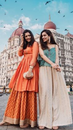 New Photography Women Ideas Silhouette Ideas Indian Outfits Modern, Indian Designer Outfits, Designer Dresses, Indian Fashion Modern, Frock Fashion, Fashion Dresses, Women's Fashion, Stylish Dresses, Fashion Clothes